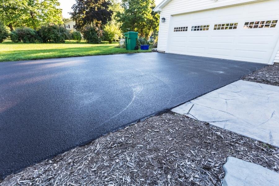 sealing asphalt driveways